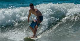 Simon Boeger surfing