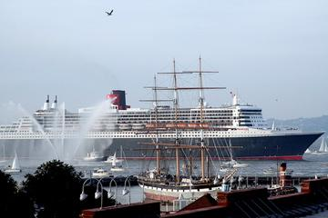 Queen Mary 2 Sails Through The Golden Gate