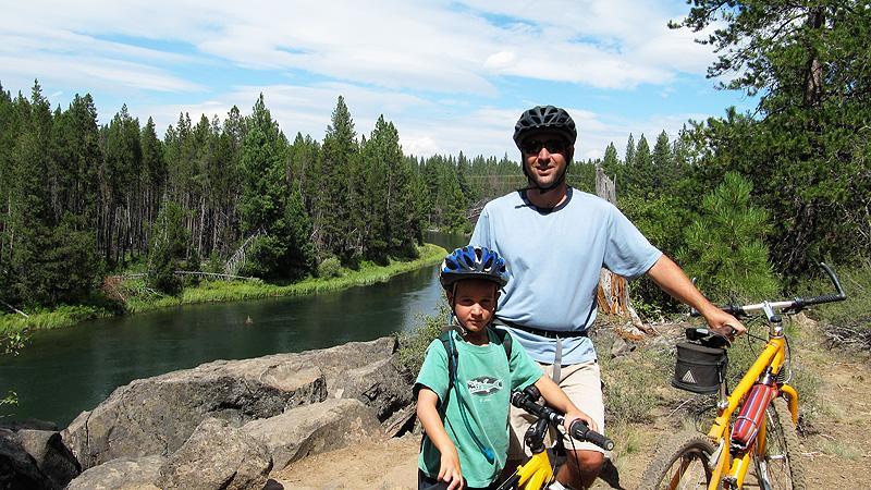 Jack and Simon mountainbiking near Sunriver